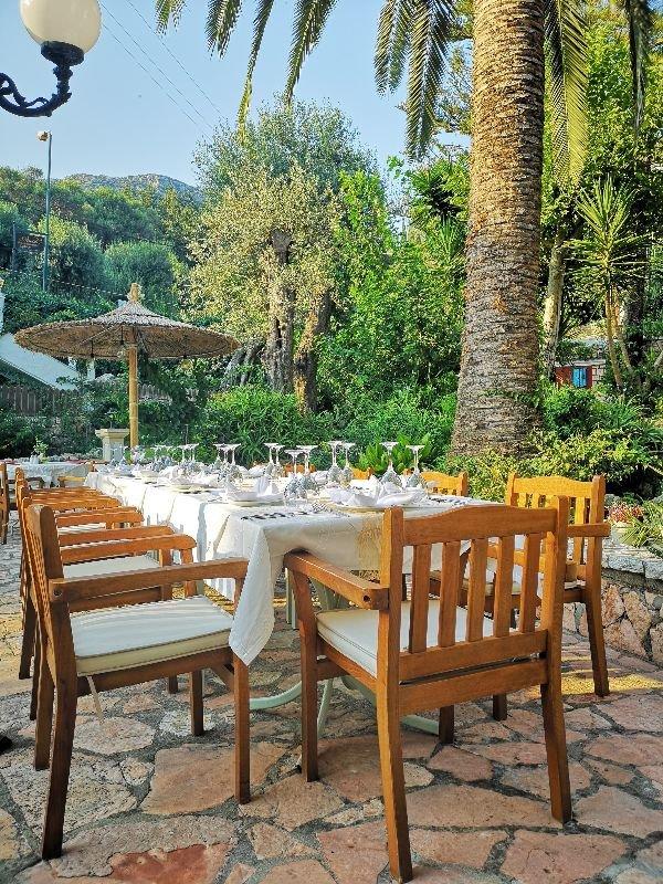 Ζητείται βοηθός σερβιτόρου από το εστιατόριο Νεράιδες