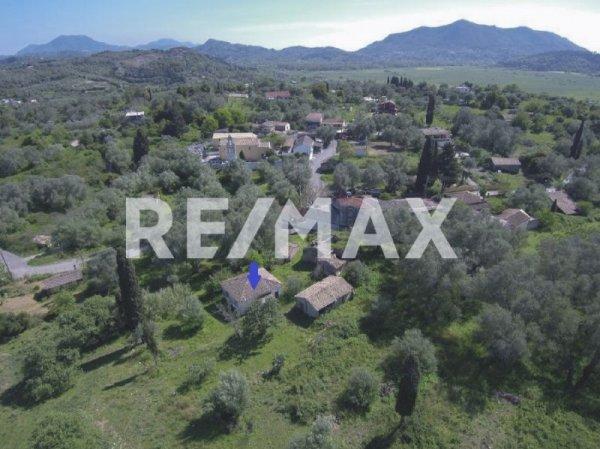 Πωλείται μονοκατοικία στο Τεμπλόνι από τη Re/Max Reale