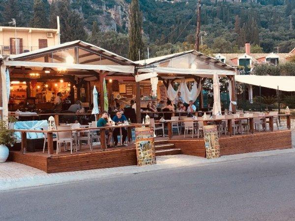 Ζητείται σερβιτόρος-ρα στην Παλαιοκαστρίτσα