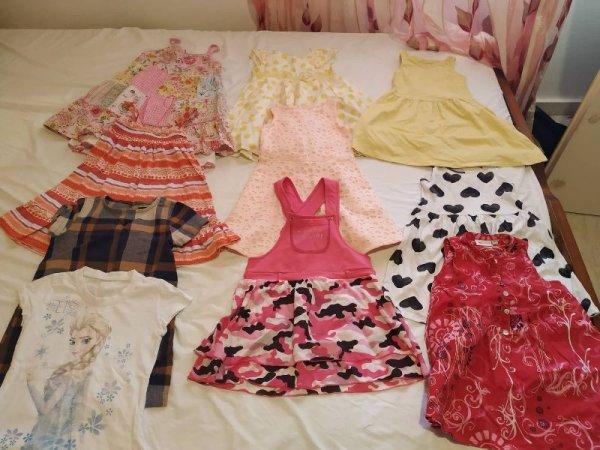 Πωλούνται ρούχα για κοριτσάκι