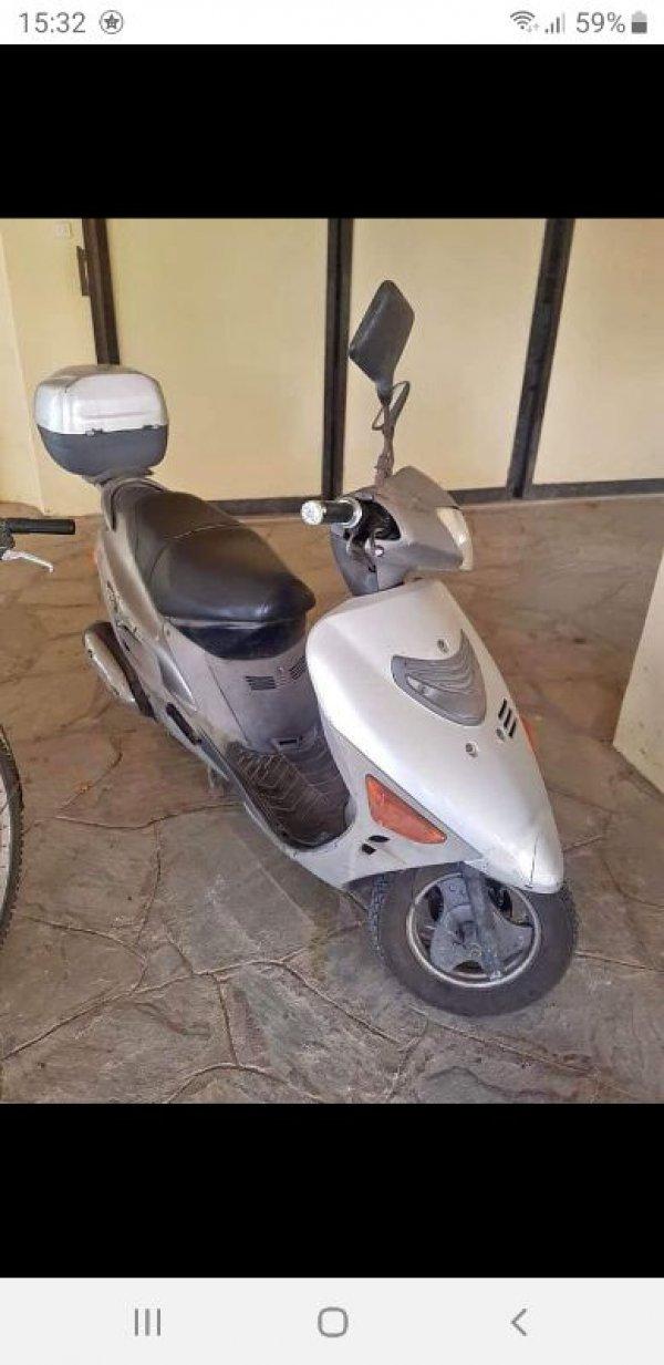 Πωλείται scooter suzuki AN125