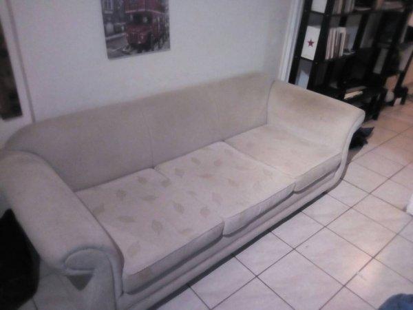 Πωλείται καναπές