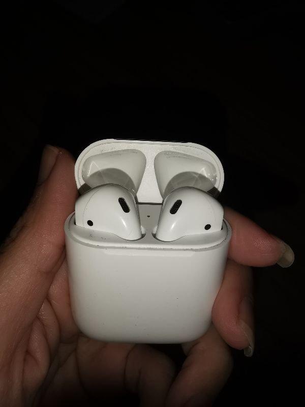 Πωλούνται apple airpods