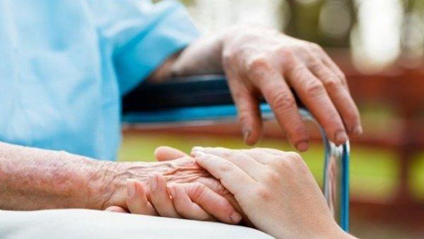 Ζητείται γυναίκα για φύλαξη  ηλικιωμένου