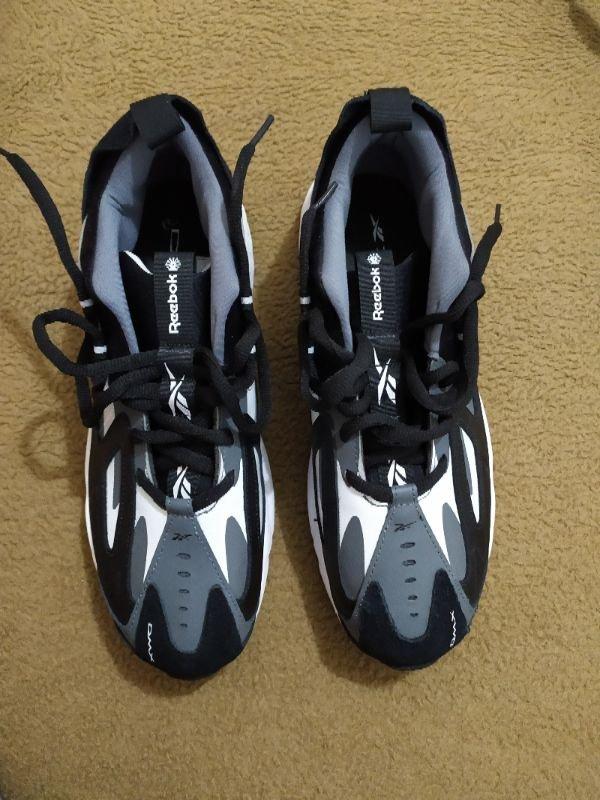 Πωλούνται ανδρικά αθλητικά παπούτσια