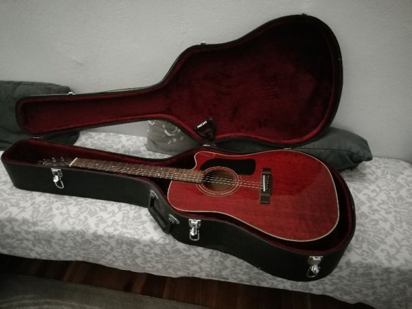 Πωλείται κιθάρα