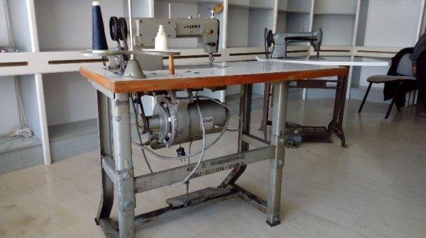 Πωλούνται δύο επαγγελματικές ραπτομηχανές
