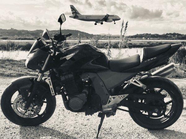 Πωλείται μηχανή Kawasaki Z 750cc
