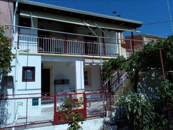 Πωλείται παλαιά διώροφη κατοικία στο χωριό Στρινύλα