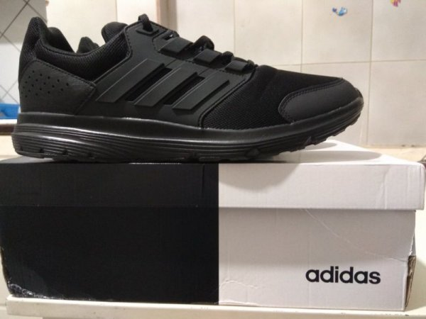 Πωλούνται αθλητικά παπούτσια