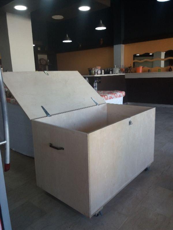 Πωλείται ξύλινο κουτί