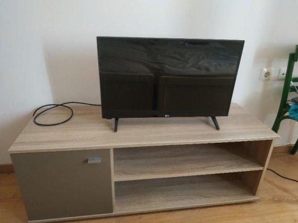 Πωλείται τηλεόραση και έπιπλο