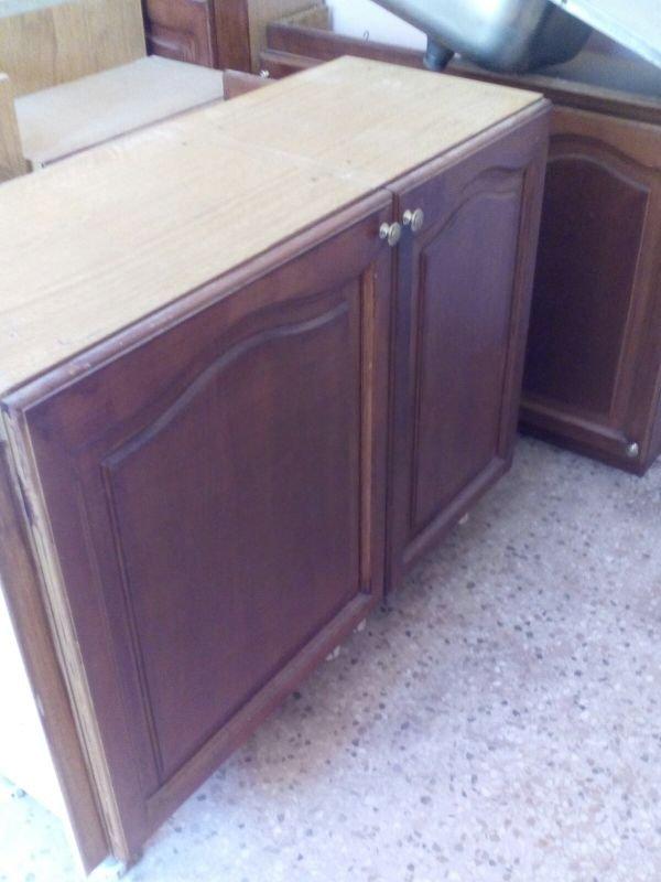 Πωλούνται ντουλάπια κουζίνας με ψυγείο, έπιπλο, μπουφέ και καναπές