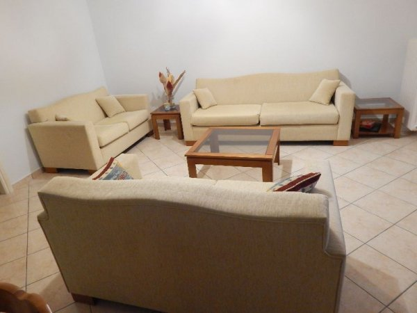 Πωλούνται καναπέδες