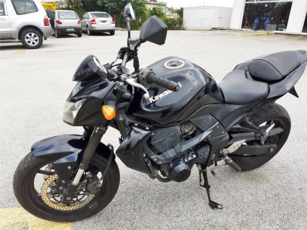 Πωλείται Kawasaki Z 750