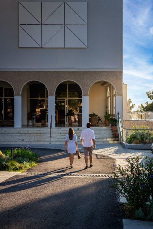 Ζητείται προσωπικό από το Akrotiri beach resort hotel