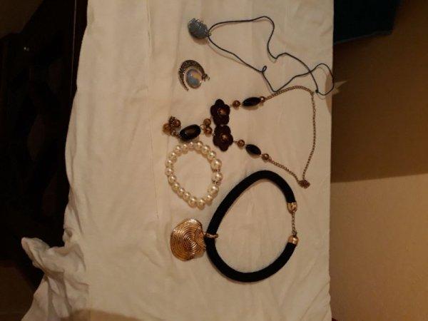 Πωλούνται κοσμήματα