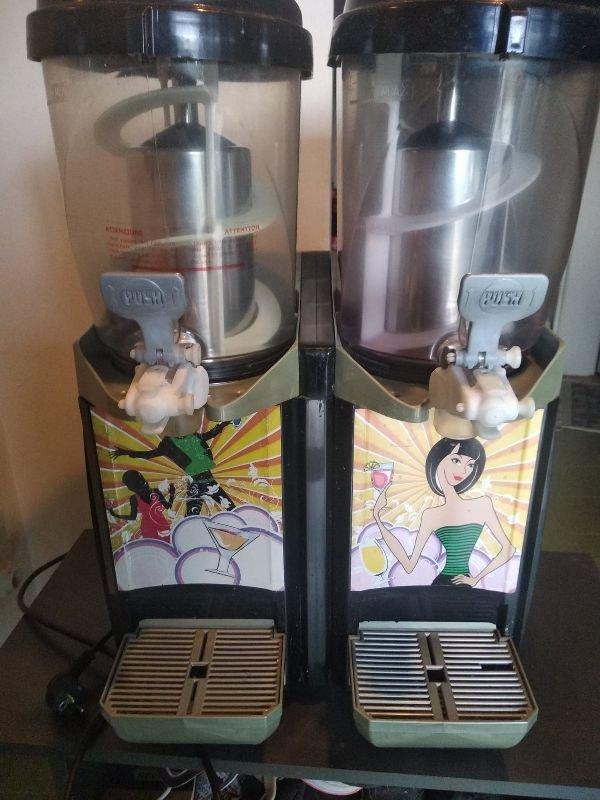 Πωλούνται μηχανήματα συσκευές καφέ - μπαρ
