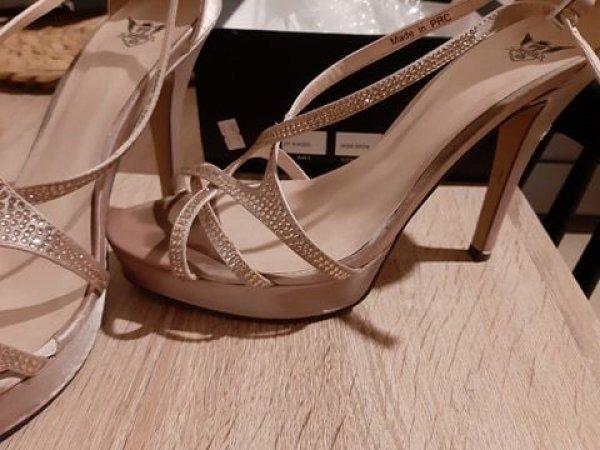 Πωλούνται γυναικεία παπούτσια