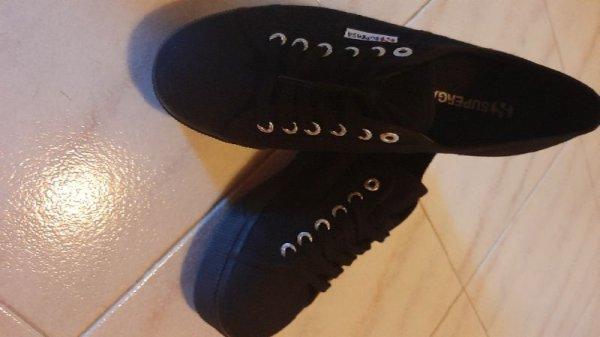 Πωλούνται πάνινα παπούτσια