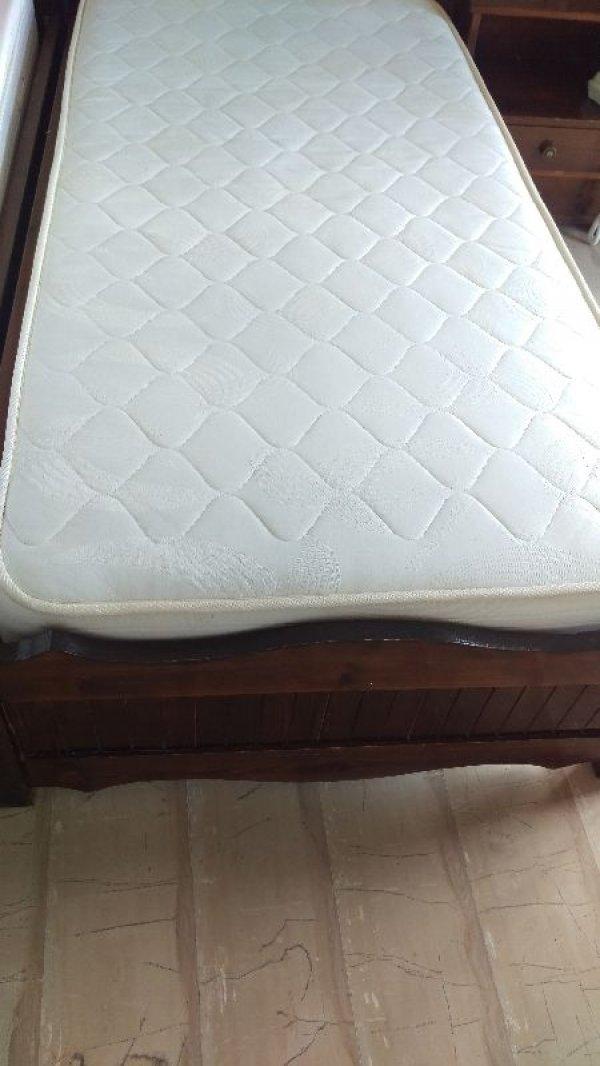 Πωλούνται κρεβάτια με στρώμα