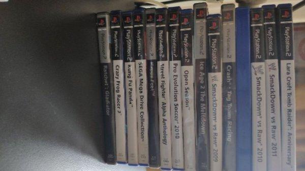 Πωλούνται παιχνίδια PS2