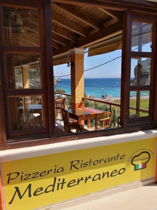Ζητούνται σερβιτόροι και βοηθοί από Pizzeria στην Παλαιοκαστριτσα