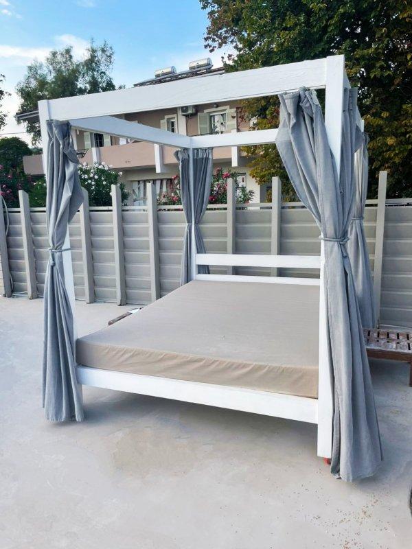 Πωλούνται κρεβάτια παραλίας