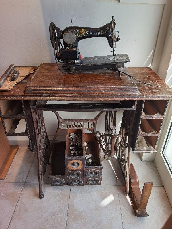 Πωλείται ραπτομηχανή αντίκα