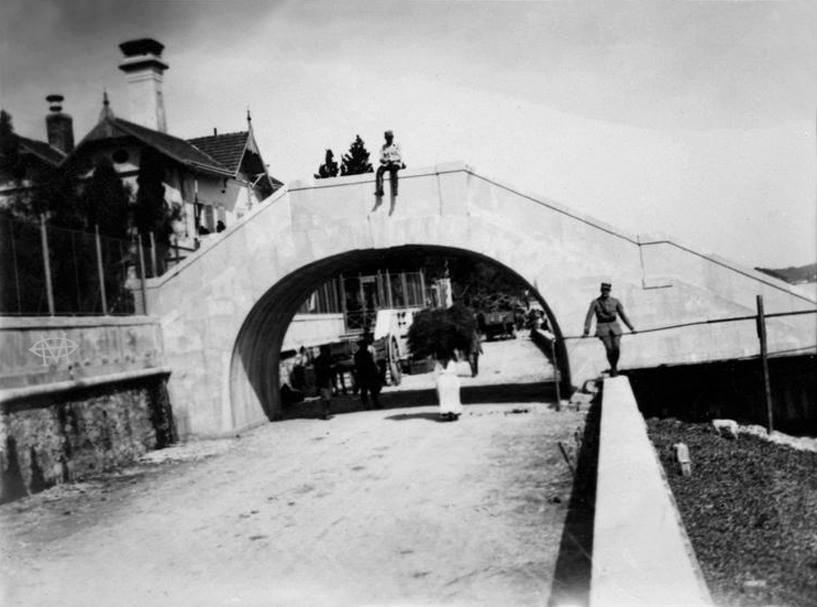 Φωτογραφία από τη Γέφυρα Κάιζερ πλησίον Μπενίτσες στο παρελθόν ...
