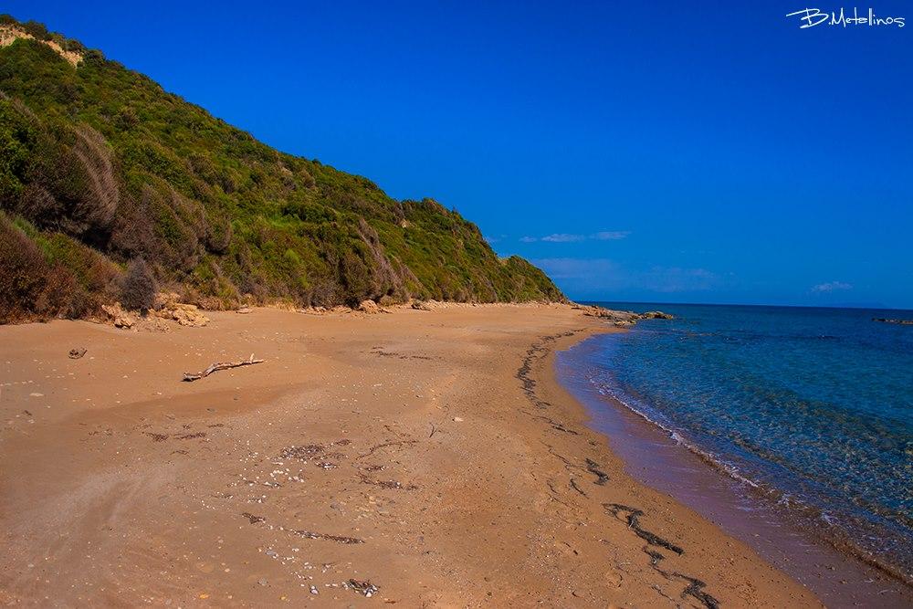 Μέγας Xορός: η «μυστική» παραλία του Νότου με τη χρυσαφένια άμμο - Κέρκυρα