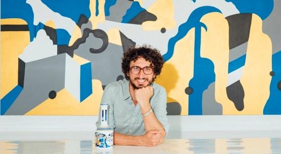 Ο Street Artist Cacao Rocks στο εξώφυλλο του περιοδικού του μεσιτικού γραφείου Roula Rouva