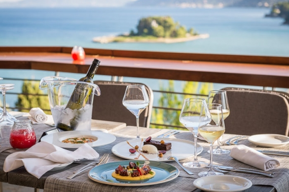 La Veranda di Corfu: Όταν οι απόλυτες γεύσεις συναντούν το υπέροχο γαλάζιο του Ιονίου