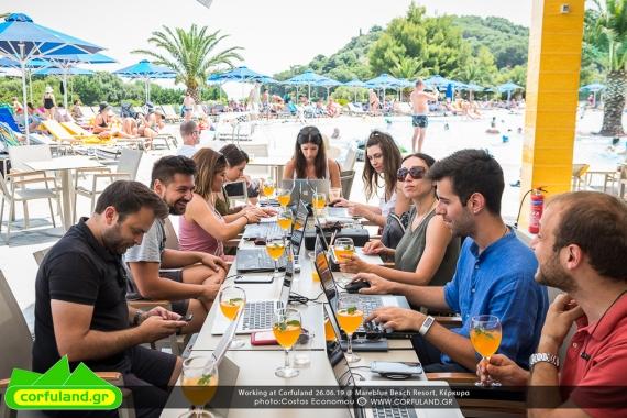 Working@Corfuland: Μια ημέρα εργασίας από το Mareblue Beach Resort