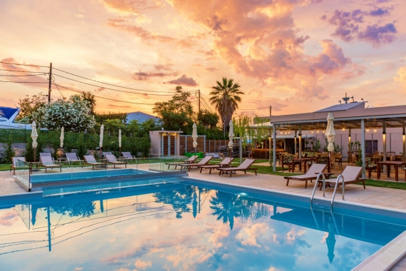 Melia Pool Bar Restaurant: Ένας πολυχώρος αναψυχής για μικρούς και μεγάλους