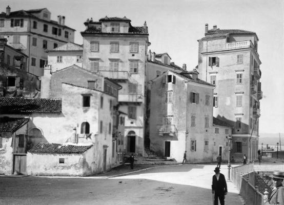 Άποψη της οδού Αρσενίου σε ένα στιγμιότυπο του 1900