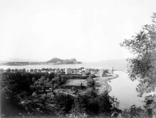 Ο διάσημος Ανεμόμυλος της Κέρκυρας μέσα από δύο ασπρόμαυρες φωτογραφίες του 1886