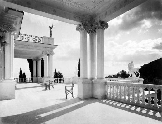 Άποψη της βεράντας των Κενταύρων στο Αχίλλειο στις αρχές του 20ου αιώνα
