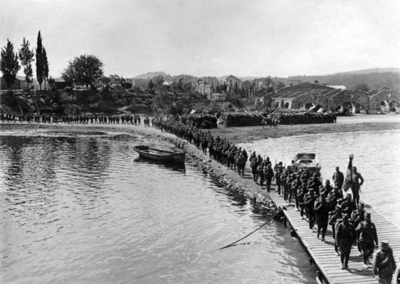 Αναχώρηση στρατιωτών από το λιμάνι των Γουβιών το 1916