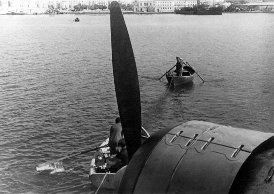 Ιταλικό υδροπλάνο στο Παλιό Λιμάνι εν έτει 1941