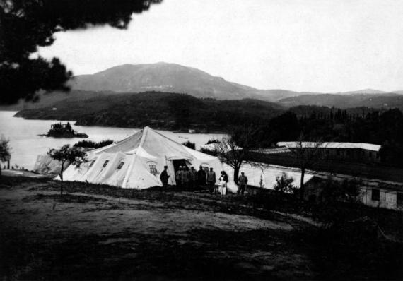 Υπαίθριο αναρρωτήριο στο Κανόνι την περίοδο του 1916