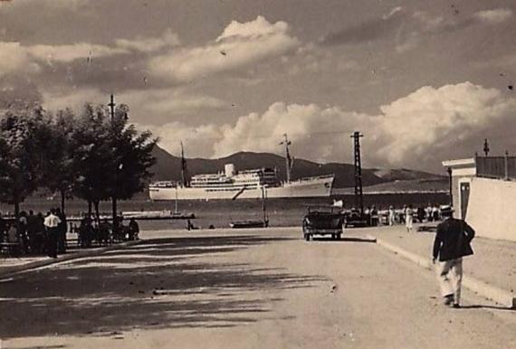 Καθημερινή σκηνή στο Παλαιό Λιμάνι της Κέρκυρας εν έτει 1937