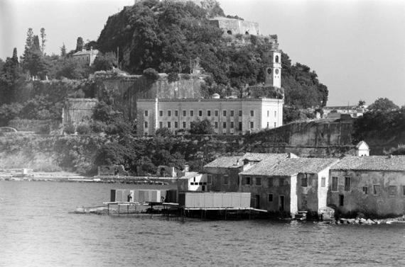 Τα λουτρά του Αγίου Νικολάου εν έτει 1950