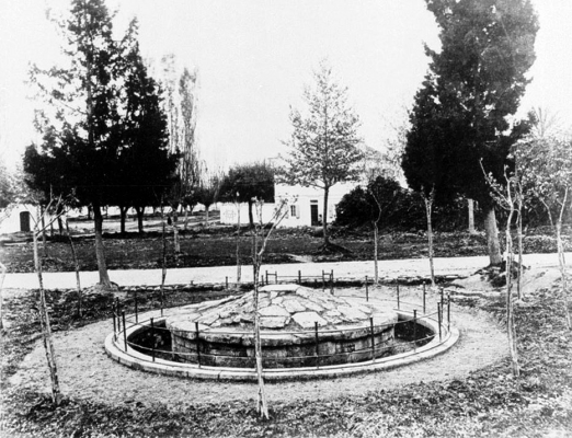 Το Μνημείο του Μενεκράτη στη Γαρίτσα στις αρχές του 20ου αιώνα