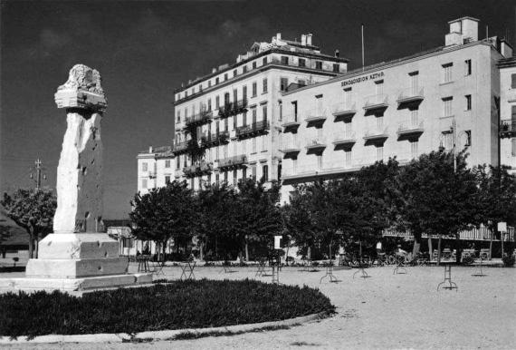Το μνημείο του Άγνωστου Στρατιώτη στο παλιό λιμάνι στα μέσα του 20ου αιώνα