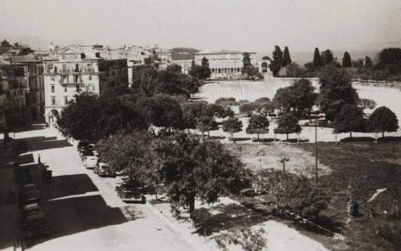 Εντυπωσιακή φωτογραφία της κάτω πλατείας τη δεκαετία του ΄50