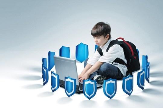 Συμβουλές στους γονείς για τους κινδύνους στο διαδίκτυο
