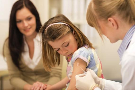 O Ιατρικός Σύλλογος καλεί τους γονείς να εμβολιάσουν τα παιδιά τους για ιλαρά