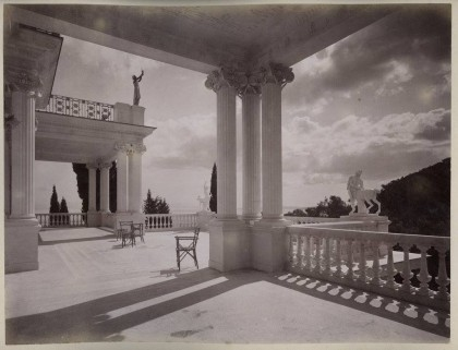 To Αχίλλειον της Κέρκυρας το 1890 σε τρεις σπάνιες φωτογραφίες