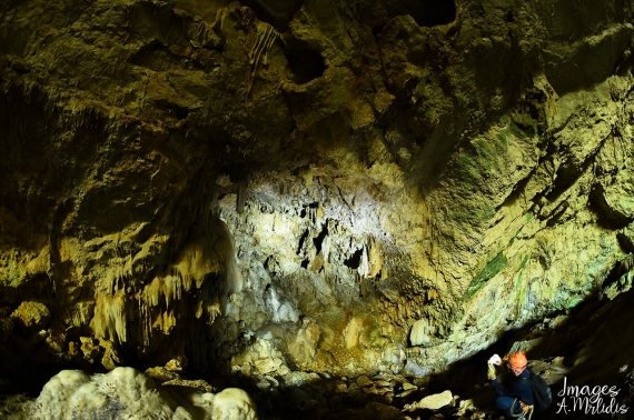 Το εντυπωσιακό Σπήλαιο Καμινακίου